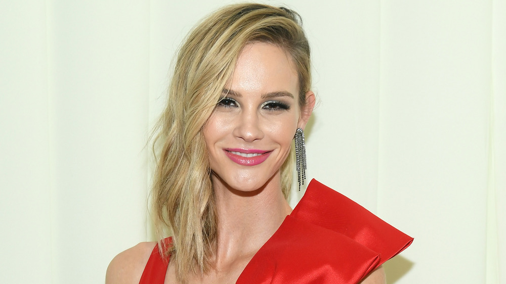 Meghan King Edmonds al ventottesimo Elton John AIDS Foundation Academy Awards che osserva il partito