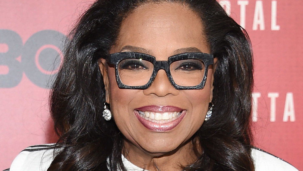Oprah Winfrey sorride