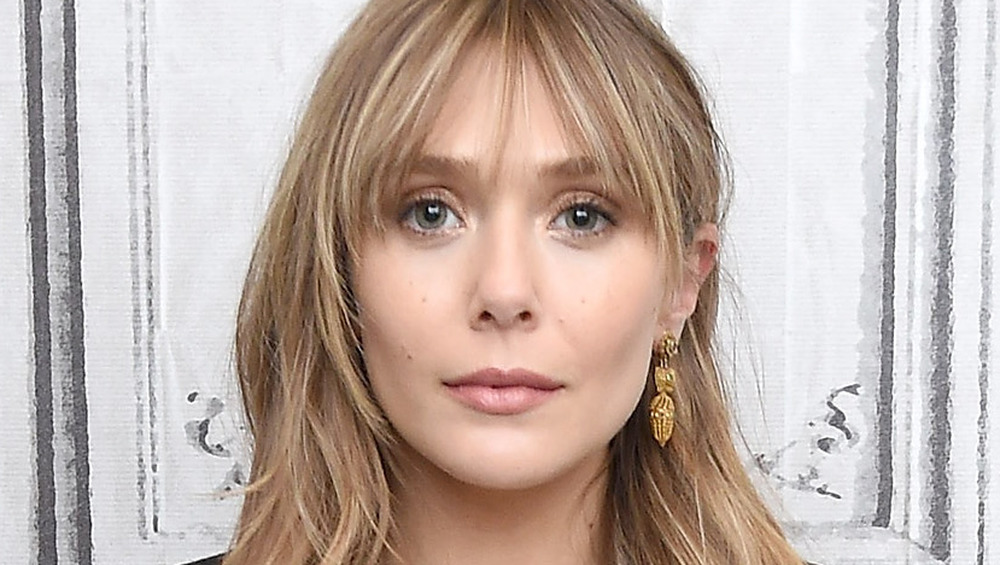 Elizabeth Olsen, tappeto rosso della serie BUILD