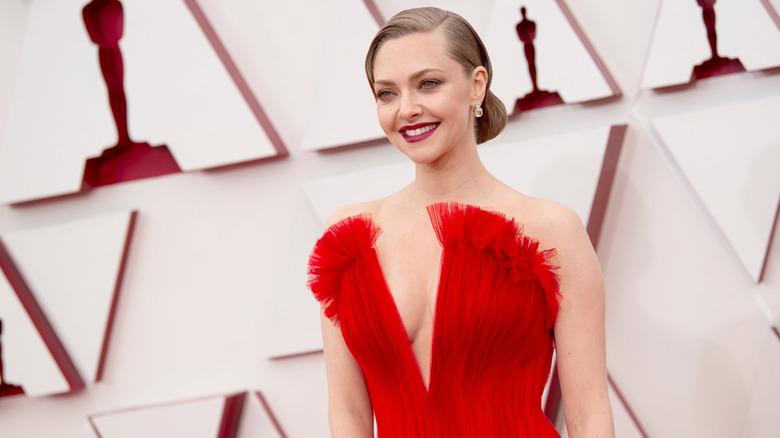 Amanda Seyfried vestito rosso