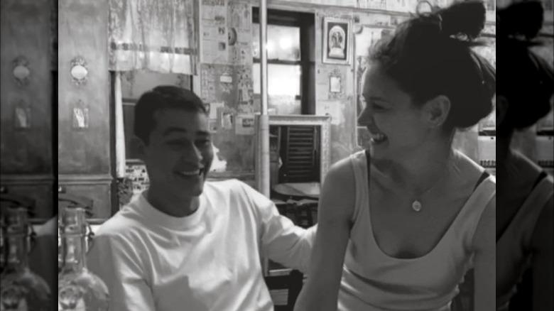 Emilio Vitolo e Katie Holmes sorridono insieme