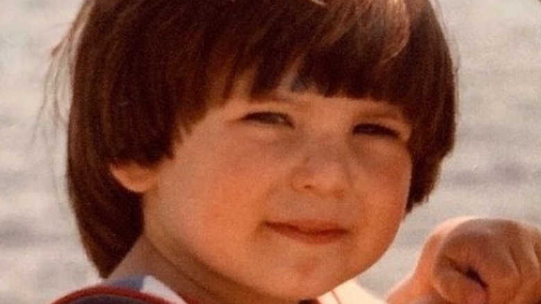 Il giovane Chris Evans sorride