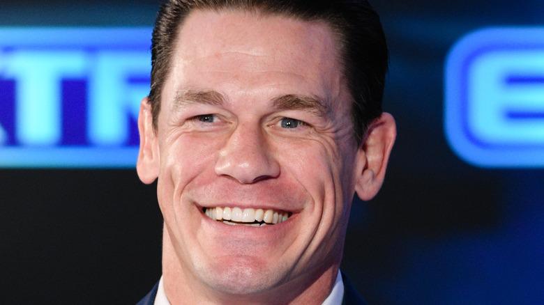 John Cena sorride
