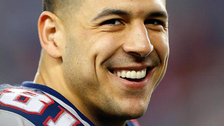 Aaron Hernandez sorride