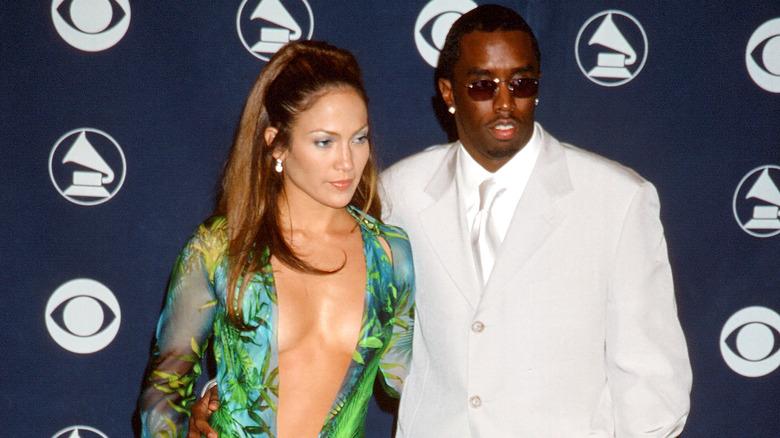Jennifer Lopez e Diddy in posa ai Grammy Awards 2000