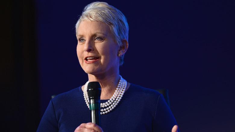 Parla Cindy McCain