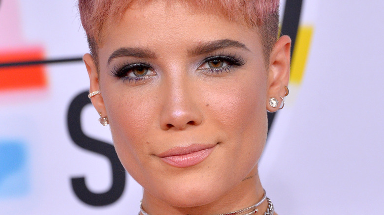 Halsey in posa sul red carpet