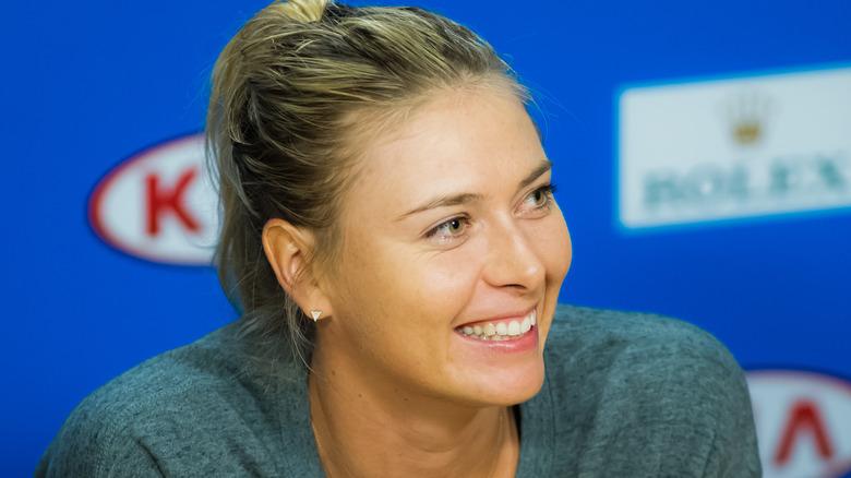 Maria Sharapova sorride a un evento