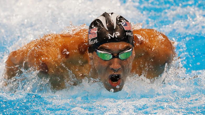 Michael Phelps nuota