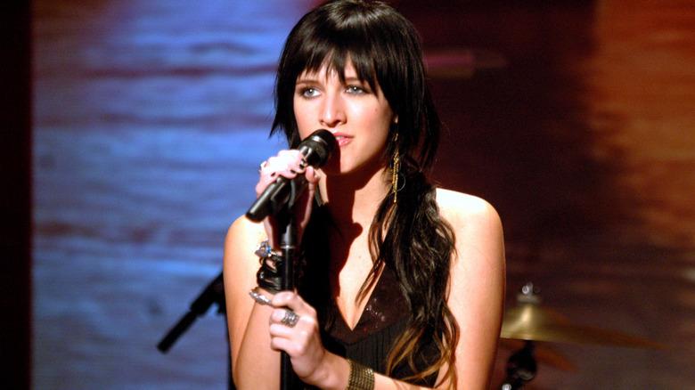 Ashlee Simpson canta