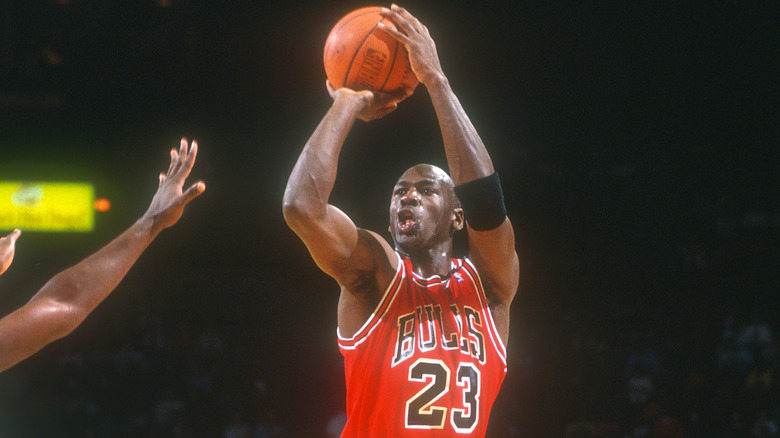 Michael Jordan che gioca a basket