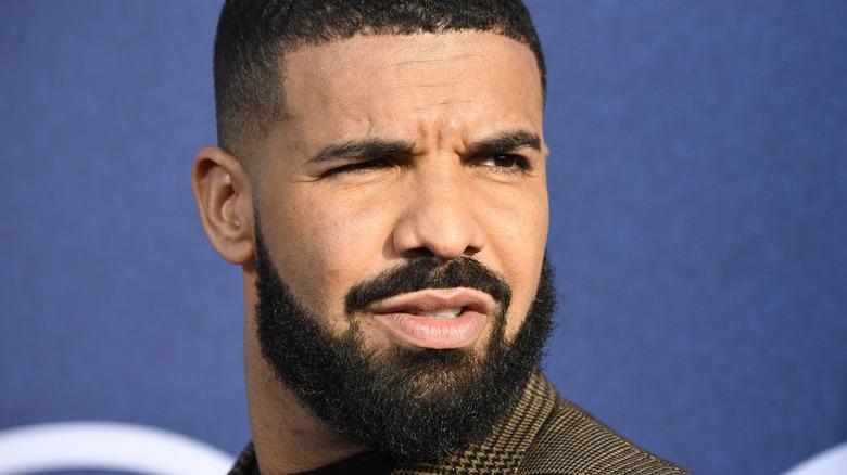 Drake che sorride