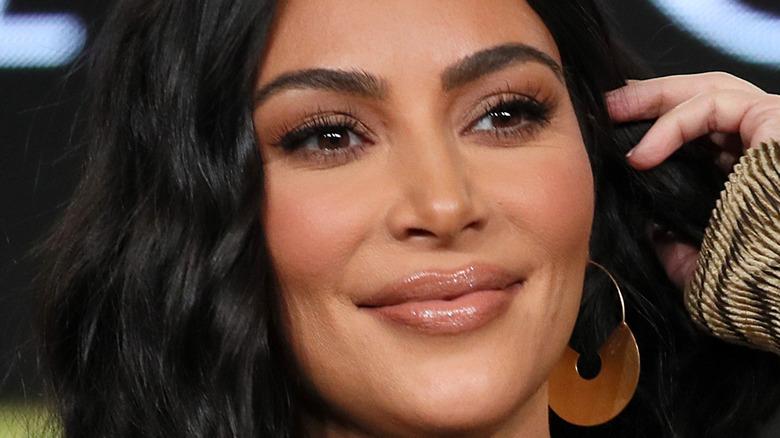 Kim Kardashian sorride
