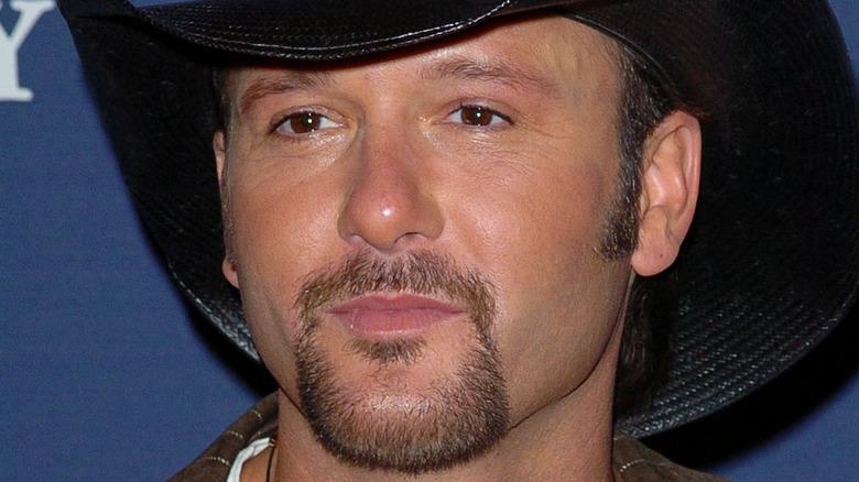 Tim McGraw posa sul tappeto rosso